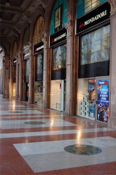 2013, Mondadori, Milano Duomo, rebranding, insegne